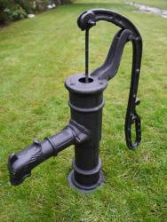 Garden Cast Iron Hand Water Pump Black
