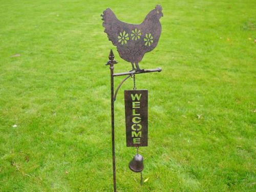 Metal Garden Welcome Bell Stake - Chicken