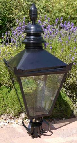 Victorian Style Black Lamp Top For Garden Lighting
