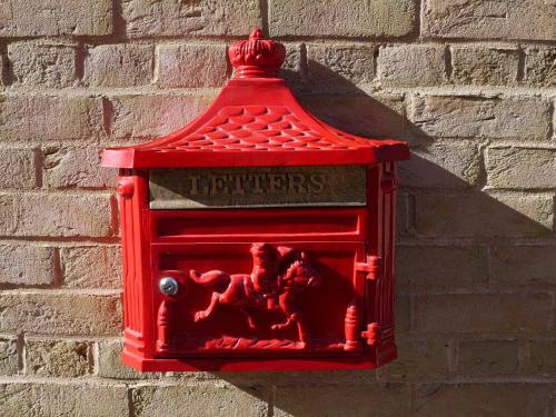 Wall Mounted Aluminium Post Box - Red